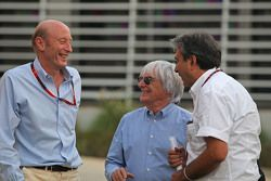 (De izquierda a derecha): Donald Mackenzie, CVC Capital Socio Director, Co Director de Inversiones G