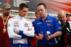 Michael van der Mark, Pata Honda et Jan Dekker, champion de fléchettes