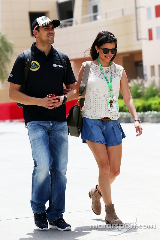Пастор Мальдонадо Lotus F1 Team з дружиною Габрієлою Таркані.