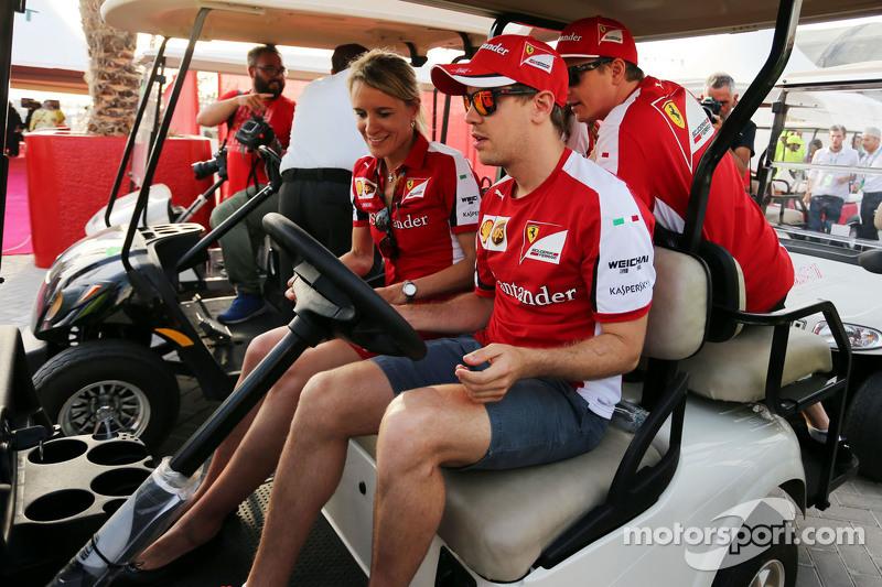 Sebastian Vettel, Ferrari drives a golf buggy bersama Kimi Raikkonen, Ferrari, dan Britta Roeske, Fe