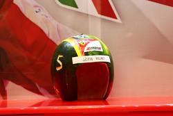 """一个""""多余""""的头盔,为塞巴斯蒂安·维特尔准备的,法拉利"""