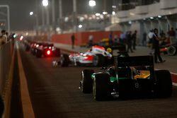 Les voitures du GP2 quittent la pitlane