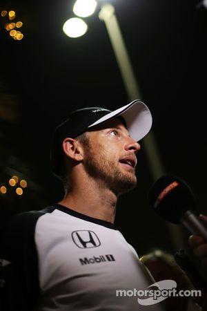 Jenson Button, McLaren con los medios