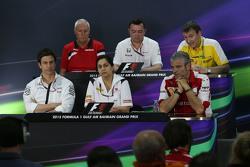 La Conferencia de Prensa FIA: John Booth, Manor F1 Team Team Principal; Eric Boullier, McLaren Racin
