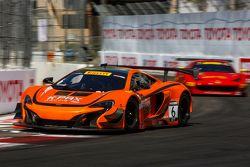 #6 K-Pax Racing, McLaren 650S GT3: Robert Thorne