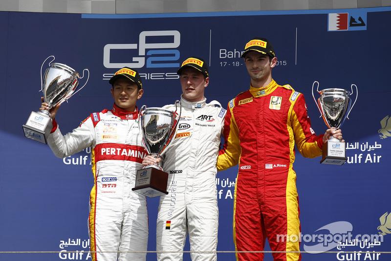 Pada Feature Race di GP2 Bahrain, Rio Haryanto berhasil finis di posisi kedua ketika Stoffel Vandoorne meraih kemenangan bersama tim ART Grand Prix. Alexander Rossi melengkapi podium ketiga.