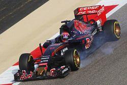 Max Verstappen, Scuderia Toro Rosso STR10 locks up under braking
