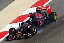 Карлос Сайнс мл., Scuderia Toro Rosso STR10 блокирует колеса во время торможения