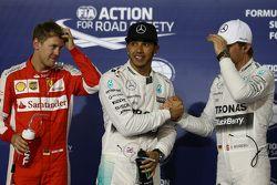 Pole para Lewis Hamilton, Mercedes AMG F1, segundo para Sebastian Vettel, Ferrari SF15-T e terceiro