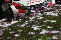 Flores en un Honda