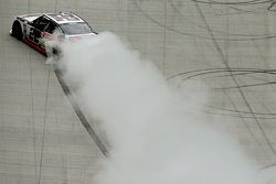 Winner Joey Logano, Team Penske Ford celebra