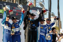 Podium: Segundo lugar #90 VisitFlorida.com Racing Corvette DP: Richard Westbrook, Michael Valiante,