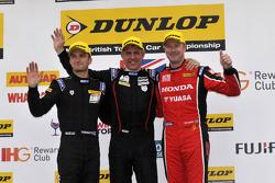 Podium: racewinnaar Jason Plato, tweede plaats Gordon Shedden, derde plaats Colin Turkington