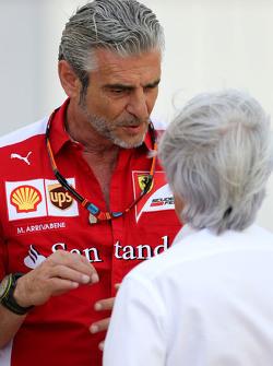 Maurizio Arrivabene, Ferrari-Teamchef, und Bernie Ecclestone
