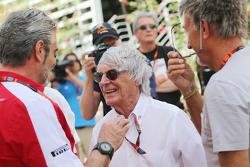 Maurizio Arrivabene, Ferrari-Teamchef, mit Bernie Ecclestone und Eddie Jordan, BBC-Experte