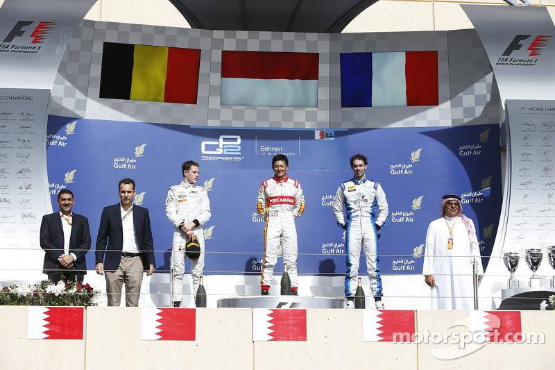 Bendera dan lagu kebangsaan Indonesia Raya berkumandang di podium GP2 Bahrain.