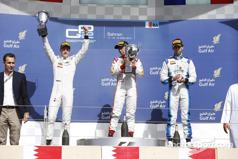 Stoffel Vandroone merayakan posisi keduanya di Sprint Race GP2 Bahrain 2015.