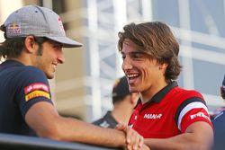 Carlos Sainz jr., Scuderia Toro Rosso, und Roberto Merhi, Manor F1 Team