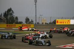 Льюис Хэмилтон, Mercedes AMG F1 W06 на старте гонки