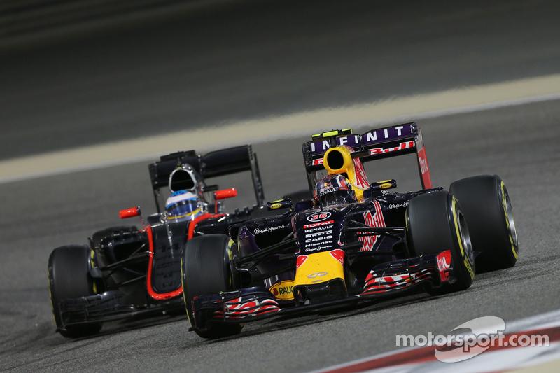2015 год: борьба с Фернандо Алонсо в гонке