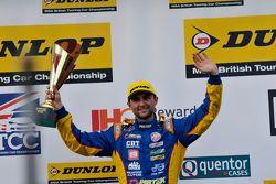 منصة التتويج: المركز الثاني، آندرو جوردان
