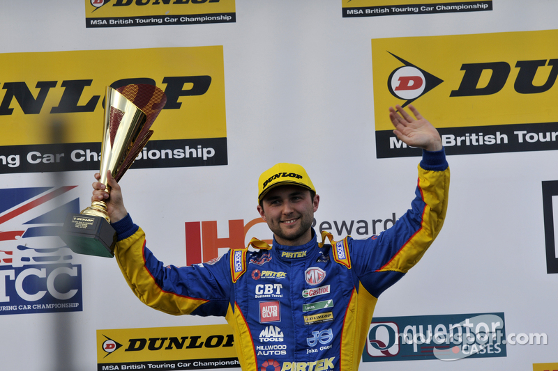 Podium: second place Andrew Jordan