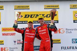 Gordon Shedden, Matt Neal, Honda Yuasa Racing vieren hun dubbele podium