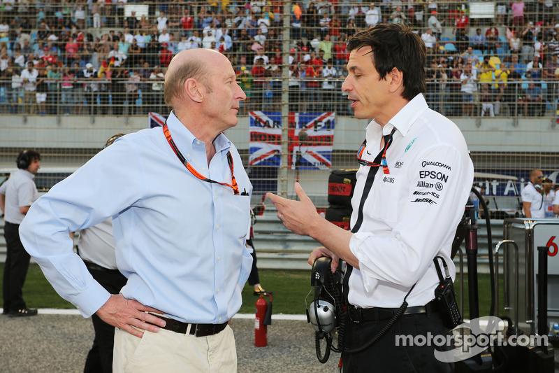 Donald Mackenzie CVC Capital Partners Managing Partner, Co Head of Global Investments bersama Toto Wolff, Mercedes AMG F1 Shareholder dan Executive Director berada di Grid