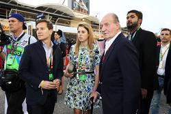 Prinzessin Beatrice mit dem früheren spanischen König Juan Carlos in der Startaufstellung