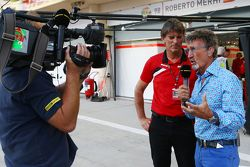 Eddie Jordan, BBC-Experte, mit Graeme Lowdon, Geschäftsführer Manor F1 Team