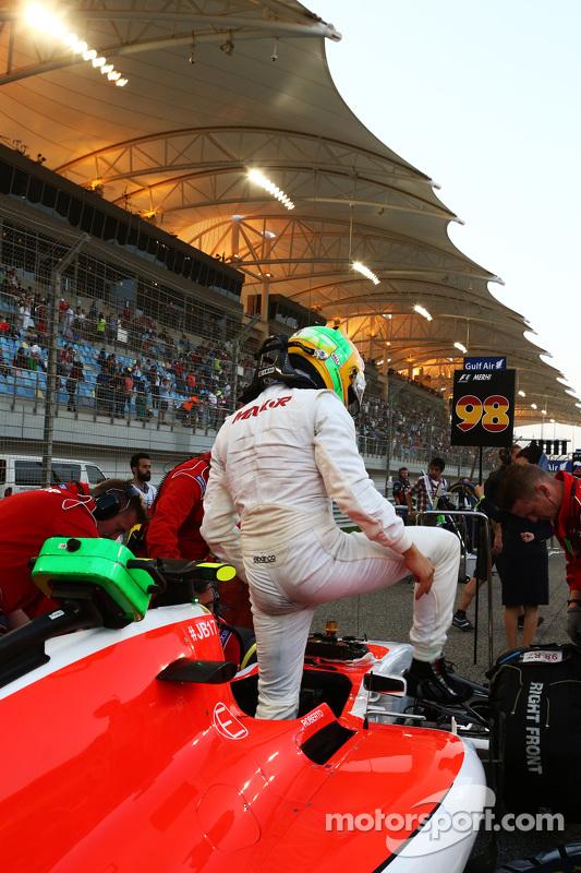 روبرتو مرعي، فريق مانور للفورمولا واحد، على شبكة الإنطلاق