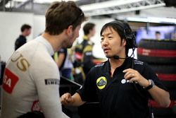 Romain Grosjean, Lotus F1 Team and Ayao Komatsu, Lotus F1 Team