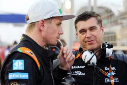 Nico Hülkenberg, Sahara Force India F1, mit Bradley Joyce, Sahara Force India F1, Renningenieur, in