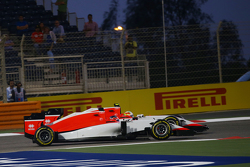 Will Stevens, Manor F1 Team and team mate Roberto Merhi, Manor F1 Team battle for position