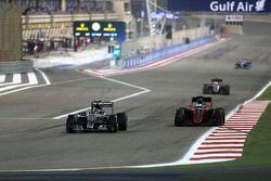 Nico Rosberg, Mercedes AMG F1 Team and Fernando Alonso, McLaren Honda