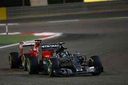 Nico Rosberg, Mercedes AMG F1 W06 leads Sebastian Vettel, Ferrari SF15-T