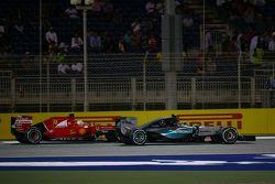Nico Rosberg, Mercedes AMG F1 W06 y Sebastian Vettel, Ferrari SF15-T
