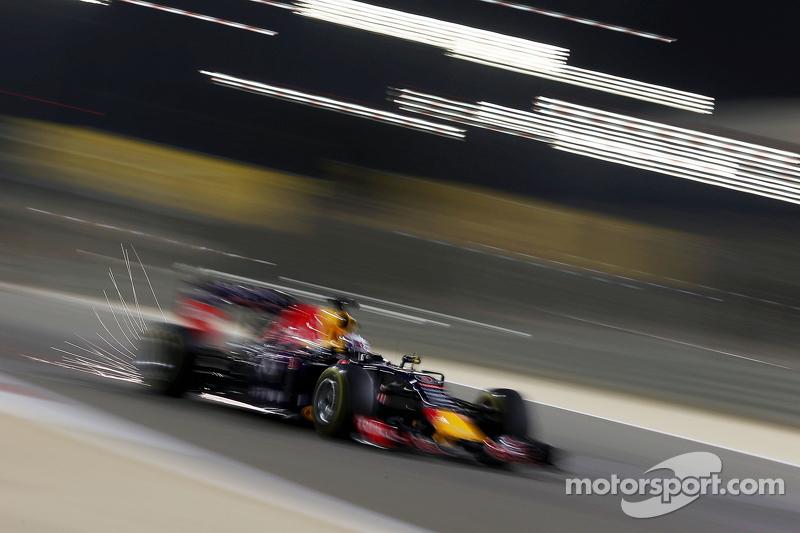 Daniel Ricciardo, Red Bull Racing RB11 sacando chispas