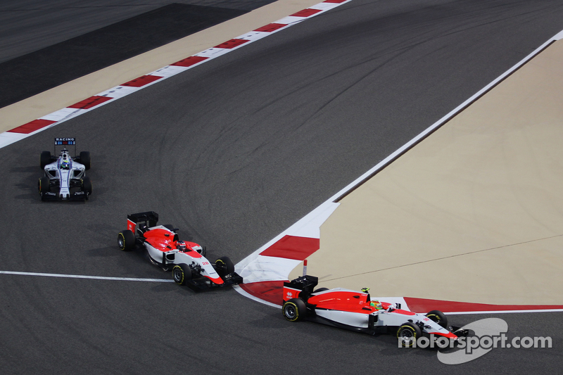 Roberto Merhi, Manor F1 Team, vor Will Stevens, Manor F1 Team, und Felipe Massa, Williams FW37, beim