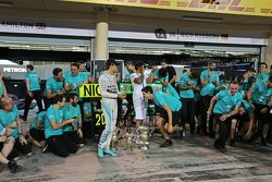 Third placed Nico Rosberg, Mercedes AMG F1 and race winner Lewis Hamilton, Mercedes AMG F1 celebrate