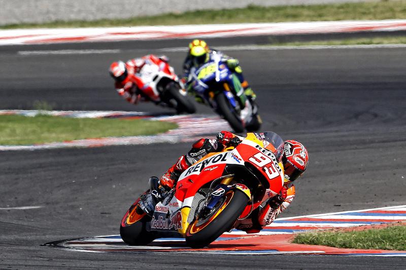 Marc Marquez, Valentino Rossi y Andrea Dovizioso durante la carrera de Argentina de 2015
