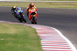 Marc Marquez, Repsol Honda Team, y Valentino Rossi, Yamaha Factory Racing