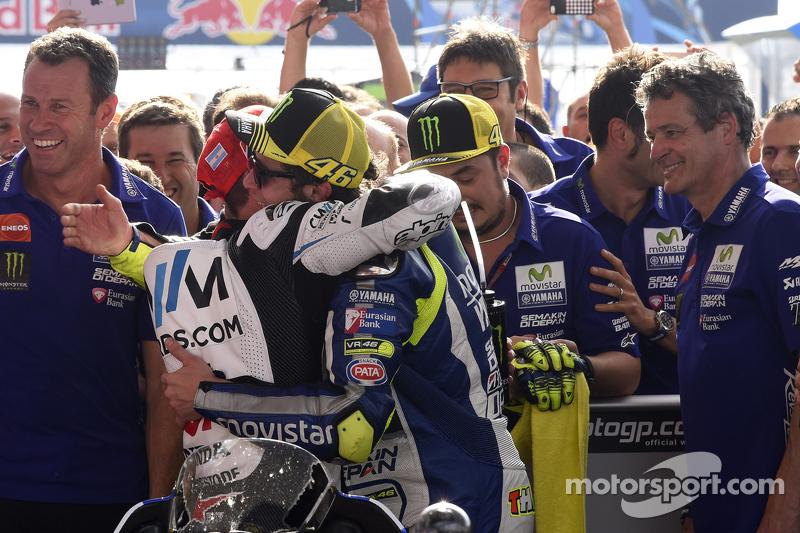 Valentino Rossi, Yamaha Factory Racing y Cal Crutchlow, Team LCR Honda