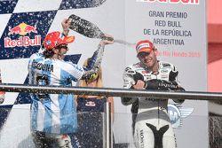 Podium: winnaar Valentino Rossi, Yamaha Factory Racing en derde plaats Cal Crutchlow, Team LCR