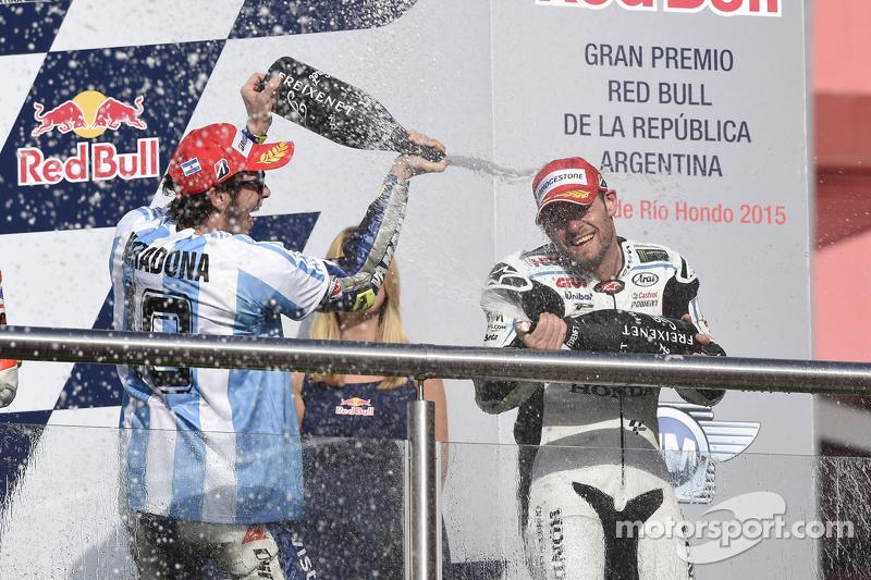 Podio: ganador Valentino Rossi, de Yamaha Factory Racing y tercer lugar Cal Crutchlow, equipo LCR