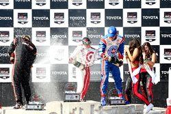 Podyum: Yarış galibi Scott Dixon, Chip Ganassi Racing Chevrolet, ikinci Helio Castroneves, Penske Ch