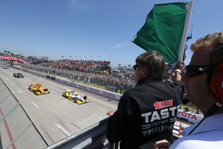 Adrian Fernandez waves the green flag