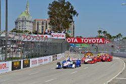 Départ : Helio Castroneves, Team Penske Chevrolet, mène