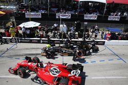 Graham Rahal, Rahal Letterman Lanigan Racing 本田,和Josef Newgarden, CFH Racing 雪佛兰