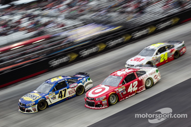 A.J. Allmendinger, JTG Daugherty Racing Chevrolet, Kyle Larson, Ganassi Racing Chevrolet